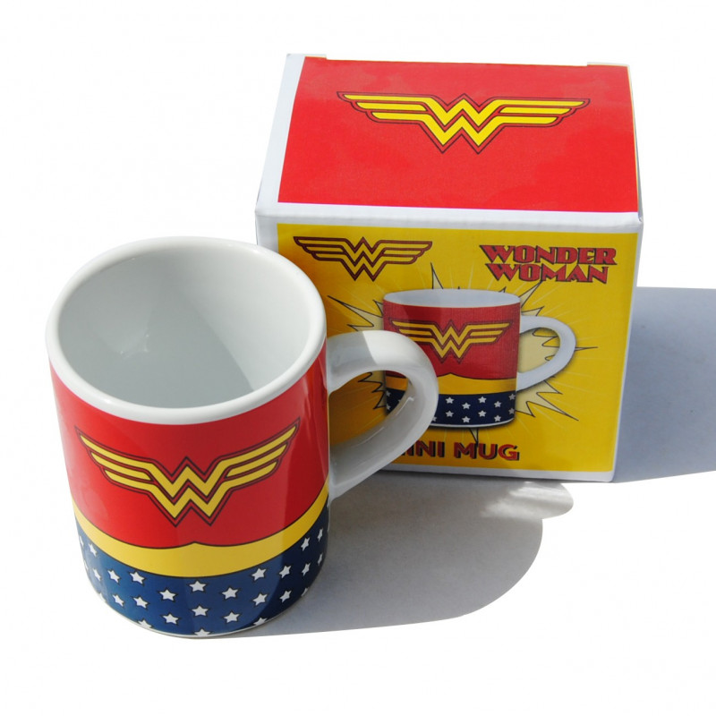 tasse expresso wonder woman costume kas design distributeur de produits wonder woman. Black Bedroom Furniture Sets. Home Design Ideas